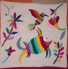 Mexican Embroidery, Hand Embroidery Patterns, Textile Patterns, Floral Embroidery, Folk Art Flowers, Flower Art, Mexican Textiles, Mexican Crafts, Embroidered Cushions