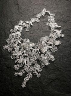 This is so pretty. Wire Wrapped Jewelry, Wire Jewelry, Jewelry Art, Jewelry Design, Wire Crochet, Unusual Jewelry, Fantasy Jewelry, Contemporary Jewellery, Handcrafted Jewelry