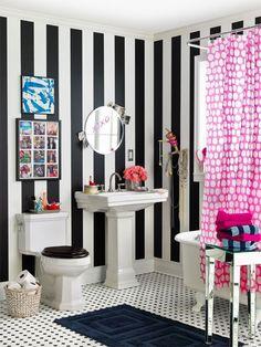 トイレを劇的にお洒落にするアイテム?!個性を表現するトイレの壁紙9選