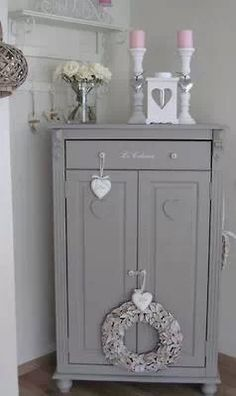 shabby chic kitchen - shabby chic decor & shabby chic bedrooms & shabby chic furniture & shabby chic kitchen & shabby chic & shabby chic homes & shabby chic living room & shabby chic crafts Shabby Chic Mode, Shabby Chic Grey, Shabby Chic Living Room, Shabby Chic Bedrooms, Shabby Chic Kitchen, Vintage Shabby Chic, Shabby Chic Style, Shabby Chic Furniture, Vintage Furniture