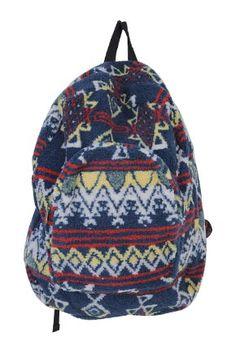 Today's Hot Pick :休閒時髦的藍色後背包 http://fashionstylep.com/SFSELFAA0000124/stylenandatw/out 海軍藍底色搭配紅黃白三個基本色, 簡單的幾何圖案演繹出濃郁的懷舊復古風, 簡約而不失風尚。 抓絨面料給人柔軟溫暖的感覺, 樸實的牛仔內襯,可收納盛放多種物品。 配有手提功能和可調節肩帶,方便使用。 與面料圖案風格相搭配,拉鎖採用仿舊風格設計。 區別於其他普通背包,本款定將成為時尚中人秋冬美搭的個性選擇!