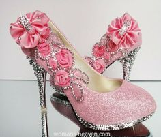 Pink heels image,moda,style, fashion, high heels, image, photo, pic, pumps, shoes, stiletto, women shoes http://www.womans-heaven.com/pink-heels-image-13/