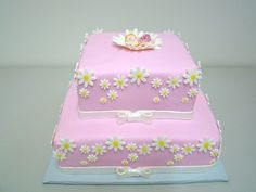 Daisy Baby Shower Cake - Cake for a girl baby shower.  Cake covered with fondant.  All decorations are sugarpaste.