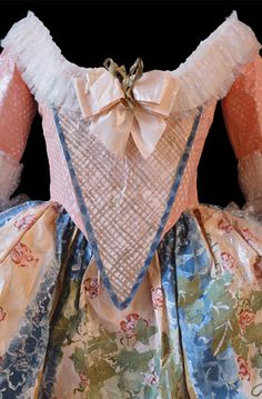 Pulp Fashion: The Art of Isabelle de Borchgrave. Paper (!) dress inspired by a Marie Antoinette gown 1776.