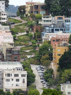 Lombard Street between Hyde and Leavenworth streets in San Francisco is the most crooked street in the world. A quarter-mile steep section of this street on Russian hill contains eight hairpin turns, created to reduce the hill's natural steep slope. Lombard Street, Places To Travel, Places To See, Places Ive Been, San Francisco California, California Dreamin', California Honeymoon, Vacation Spots, Urban Design