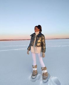 keeping it warm in Alberta ❄️ . Winter Wear, Winter Time, Autumn Winter Fashion, Winter Trends, Outfit Invierno, Snow Girl, Snow Outfit, Ski Season, Moon Boots