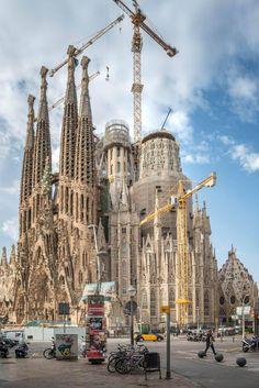 BARCELONA | la Sagrada Família | En construcció - Page 185 - SkyscraperCity Barcelona Architecture, Amazing Architecture, Architecture Design, Places To Travel, Places To Visit, Antonio Gaudi, Templer, Spain Travel, World Heritage Sites
