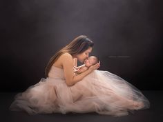 """Mi piace"": 289, commenti: 9 - Shelly Ferguson (@shellyfergusonphotography) su Instagram: ""A mother's love is like no other ❤ #newborn #newbornart #newbornphotography #newbornfineart…"""
