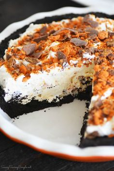 No-Bake BUTTERFINGER® Cream Pie & an Easy Holiday Meal Solution. Looking for a thanksgiving pie that is no-bake? Check out this easy Butterfinger cream pie. No Bake Desserts, Dessert Recipes, Dessert Ideas, Baking Recipes, Delicious Desserts, Easy Peanut Butter Pie, Butterfinger Pie, Easy Holiday Recipes, Cream Pie Recipes