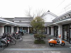 No.241-1 脇町立図書館 Team Zooいるか設計集団 徳島県美馬市 1986年 http://teamzoo-iruka.com/ うだつの町として有名な旧脇町にある図書館