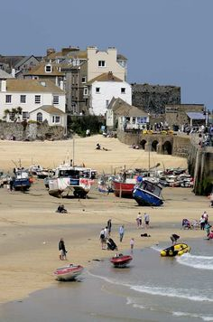 Part of the Harbour beach at St Ives, Cornwall St Ives Cornwall, Devon And Cornwall, St Ives Beach, Country Living Uk, Cornish Beaches, Sports Nautiques, Harbor Beach, Kingdom Of Great Britain, Paradise On Earth