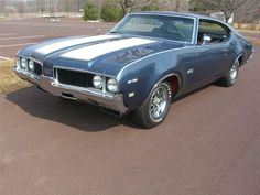 Buy and restore an antique car: 1969 Oldsmobile 442 Coupe My Dream Car, Dream Cars, Audi R8, Vintage Cars, Antique Cars, Retro Cars, 1969 Oldsmobile Cutlass, Gm Car, Sweet Cars
