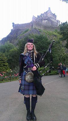 Lou Marshall piping at Edinburgh.