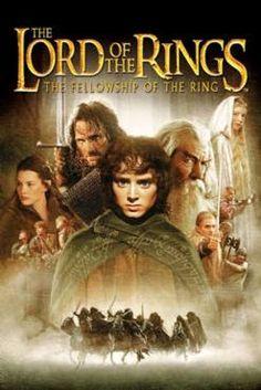 Το χομπιτ Bilbo Baggins παιρνει στην κατοχη του το 10 δαχτυλιδι κυριαρχιας απο ενα πλασμα. Ηδη οι 2 εννοιες που χρειαζονται επεξηγηση ειναι: τα χομπιτ, μια φυλη μικροσωμων, μονιμως πεινασμενων, σκανδαλιαρικων και καλοψυχων ανθρωποειδων με τεραστια πελματα και τα 10 δαχτυλιδια, που ειναι δαχτυλιδια εξουσιας, ενα για καθενα απο τα εννια βασιλεια και το δεκατο, που κατασκευαστηκε κρυφα απο τους 9 βασιλεις και εχει τη δυνατοτητα να εξουσιαζει τα υπολοιπα εννια. Χιλιαδες χρονια πριν το δαχτυλιδι…