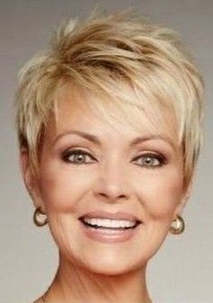 55 New Short Hairstyles for 2019 - Bob Cuts for Everyone, New Short Hairstyles for 2019 So the haircuts of year have absorbed all the good and quality that was offered in previous years. New Short Hairstyles, Short Haircut Styles, Pretty Hairstyles, Short Hair With Layers, Short Hair Cuts For Women, Haircut For Older Women, Pixie Haircut, Fine Hair, Bob Cuts