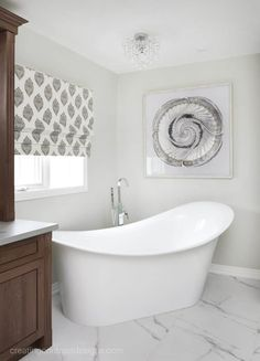 Gray is definitely the hottest neutral out there and today I am bringing you the best warm gray or greige paint colors that you should be using in your home. Benjamin Moore Colors, Kitchen Walls, Gray Owl, Ensuite Bathrooms, Clawfoot Bathtub, Farmhouse Style, Bathroom Ideas, Farm House Styles, Bathrooms Decor