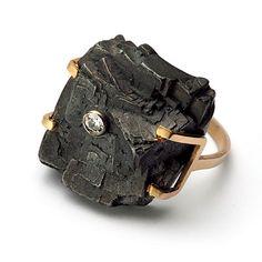 "Kamila Rohn - ""BRYLANT / BRYLART"" w Galerii YES 2008. Beautiful rock ring, large ring, big stone ring, black stone, gold ring"