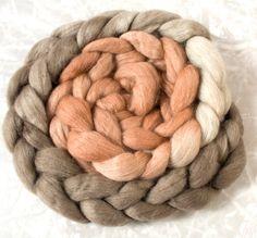 Haunui NZ Halfbred medium micron hand dyed roving - natural gradient: 100gr *NEW* Oparara over Light Grey