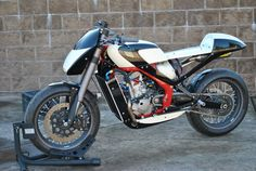 Honda GP250R Cafe Racer por DS Restorations