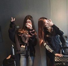 Find images and videos about friends, korean and ulzzang on We Heart It - the app to get lost in what you love. Korean Couple, Korean Girl, Asian Girl, Mode Ulzzang, Korean Ulzzang, Best Friend Pictures, Friend Photos, Friend Tumblr, Korean Best Friends