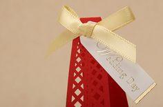 caja de carton en forma de torre eiffel - Buscar con Google