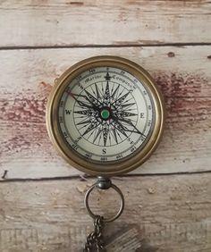 Personnalisé de boussole, gravé Compas, boussole de travail par paperonly sur Etsy https://www.etsy.com/fr/listing/214526698/personnalise-de-boussole-grave-compas