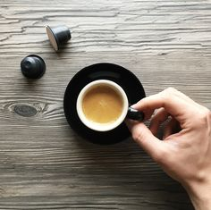 Les équipes de Recherche et Développement de Ethical Coffee Company ont matérialisé un rêve : capturer un authentique espresso italien dans un écrin biodégradable respectant la planète. www.ethicalcoffeecompany.com