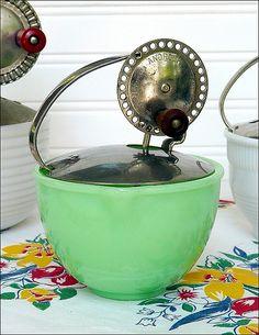 Childs McKee Jadite Batter Bowl with Original Androck Beater. Antique Glassware, Vintage Kitchenware, Vintage Dishes, Vintage China, Vintage Bowls, Look Vintage, Vintage Green, Vintage Decor, Vintage Antiques