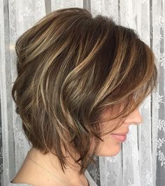 Straight Rounded Bob Sleek and smooth is best for some bobs, and if you can pull off a short style with highlights, then go for it. Light brown or dark blonde hair looks lovely with lighter streaks throughout. Wavy Bob Haircuts, Messy Bob Hairstyles, Straight Hairstyles, Brown Hairstyles, Wedding Hairstyles, Trendy Haircuts, Blonde Hair Looks, Dark Blonde Hair, Pelo Color Caramelo