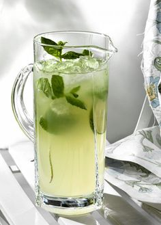 Mojito without alcohol - Clean Eating Snacks Coffee Recipes, Wine Recipes, Food N, Food And Drink, Vegan Party Food, Mojito Recipe, Just Eat It, Smoothie Drinks, Fun Drinks