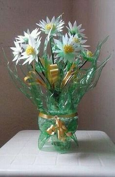 Recycled Plastic Bottles - Recycle plastic bottles can turn into anything, including crafts. Instead of letting plastic bottles inside the trash can Plastic Bottle Planter, Reuse Plastic Bottles, Plastic Bottle Flowers, Flower Bottle, Plastic Bottle Crafts, Recycled Bottles, Recycled Crafts, Ways To Recycle, Reuse Recycle