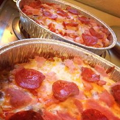 real easy, delicious, crustless low carb pizza! jut cook ground beef put on bottom of pan layer either pizza sauce or tomatoes then cheese and whatever other toppings your enjoy. bake on 400 for 20 min.