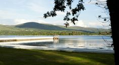 What a fabulous location! Joanne and Nick's classic waterside wedding in Dromquinna Manor, Kenmare | Confetti