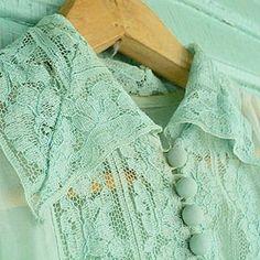 My mom's graduation dress. #graduation #vintagedress #green #backintheday #pretty Zendaya, Charlotte Tilbury, Beautiful Day, Beautiful Outfits, Graduation Balloons, Graduation Makeup, Graduation Pictures, Asian, Vintage Green