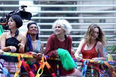 Sense8   Atores protagonizam beijos na parada LGBT de São Paulo   Observatório do Cinema
