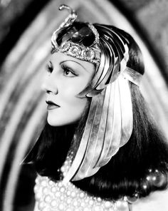 Claudette Colbert as Cleopatra (1930s) Wow, I wonder how many Cleopatra movies were made in Old Hollywood besides the ones with Vivien Leigh and Elizabeth Taylor. And all starring equally gorgeous women <3