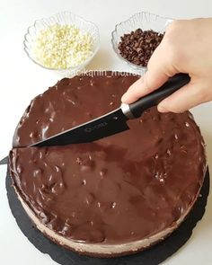 Easy Cake : Good night, I have a very practical delicious chocolate cake recipe, Delicious Cake Recipes, Yummy Cakes, Dessert Recipes, Food Cakes, Chocolates, Mousse Au Chocolat Torte, Pasta Cake, Food Vids, Cocoa Cake