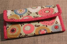 Sewing Pattern for Wallet, Full Size Wallet Sewing Pattern, Fat Quarter Wallet Pattern, Patterns for Wallets Crochet Beach Bags, Crochet Market Bag, Knit Patterns, Sewing Patterns, Flip Flop Socks, Wallet Sewing Pattern, Sew Wallet, Denim Purse, Purse Tutorial
