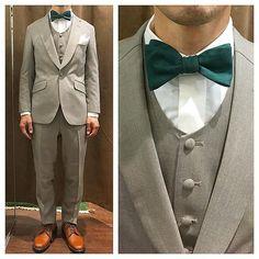 ナチュラル新郎衣装,ベージュのカジュアルタキシードスタイル  #新郎衣装 #タキシード #蝶ネクタイ  http://lifestyleorder.com/mens/wedding
