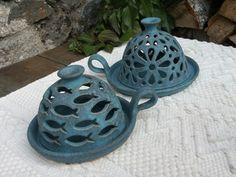 Love the rear one, flower tea light lamp, ceramic, Slab Pottery, Pottery Bowls, Ceramic Pottery, Pottery Art, Ceramics Projects, Clay Projects, Clay Crafts, Ceramic Lantern, Ceramic Light