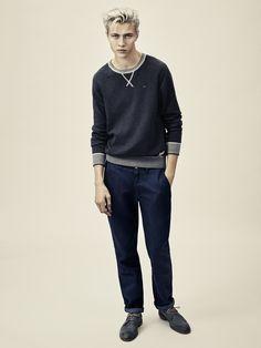 Born ready. The crewneck Hilfiger Denim sweatshirt combines sportswear heritage with a streetwise edge.