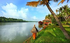 The #houseboat on the #Mala #lake is attached to the deck has been made into a #coffee #shop! #Experience #RareIndia, experience #Fragrant #Nature #Resort Explore More: http://bit.ly/VOPNID
