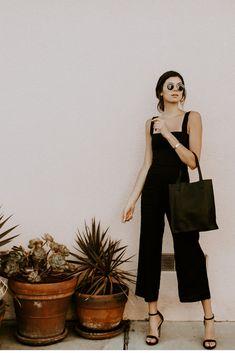 15 Minimalist Outfit Ideas Perfect for Summer. 15 Minimalist Outfit Ideas to Try This Summer Cool Summer Outfits, Winter Fashion Outfits, Look Fashion, Spring Outfits, Womens Fashion, Fashion Black, Fashion 2020, Miami Fashion, Modern Fashion Style