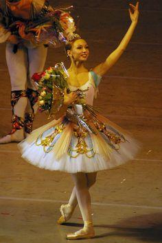 Yekaterina Osmolkina (First Soloist, Mariinsky Ballet)