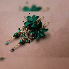 Many people feel overwhelmed when they are buying jewelry for the first time. They know that it is an investment and want to make sure that they are paying a fair price and getting a quality piece of jewelry. Cheap Jewelry, Cute Jewelry, Jewelry Accessories, Jewelry Design, Beaded Earrings, Earrings Handmade, Beaded Jewelry, Handmade Jewelry, Green Earrings