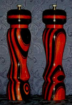 Pepper Mills Enlargements - Black Knight, Ebony Limited Edition and Availability Salt And Pepper Mills, Salt And Pepper Grinders, Salt Pepper Shakers, Wood Turning Projects, Wood Projects, Diy Table Legs, Wood Plans, Wood Lathe, Wood Bowls