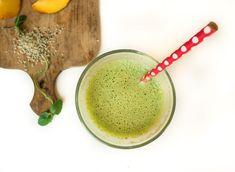 Zielony koktajl z brzoskwinią i świeżą miętą. Sprawdzi się nawet w przypadku osób, które kręcą nosem na widok zieleniny. Sprawdź ile smaku i zdrowia kryje w środku.