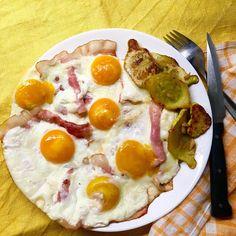 My big dinner - ham and eggs and butter sauteed pottypan squash with garlic / Moje velká večeře - vejce se šunkou a na másle orestovaný patizon s česnekem