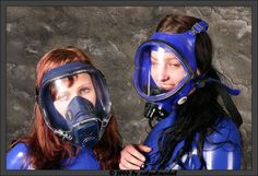 Catsuit, Scuba Diving Pictures, Gas Mask Girl, Scuba Girl, Respirator Mask, Goth Girls, Cool Photos, Helmet, Gas Masks