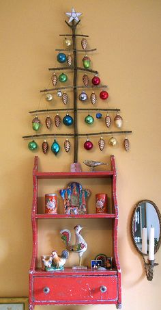 ♥ this would be perfect to display all those ornaments you have that you can't find space for on the tree. or the kids handmade ornaments